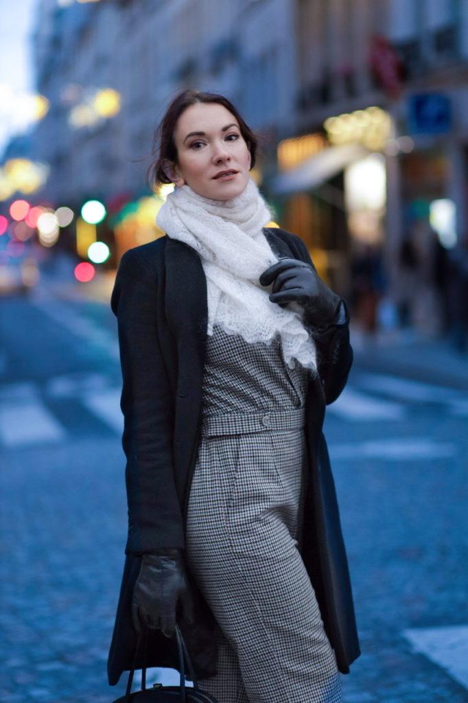 Look à la parisienne avec une combinaison en laine de Maje