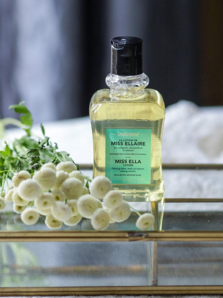 La lotion de Miss Ellaire Indemne - Une eau micellaire naturelle nettoyante, démaquillante et calmante, la cosmétique aux huiles essentielles