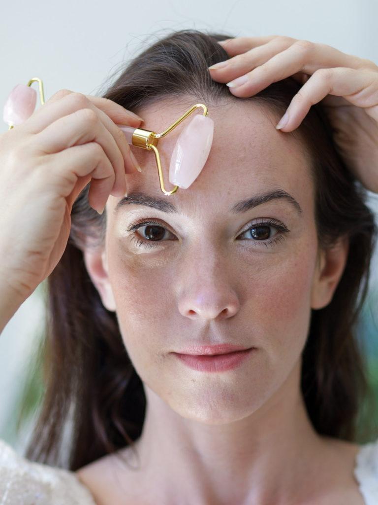 Les bienfaits d'un massage du visage avec du Roller Jade